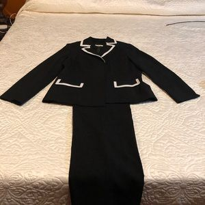 Women's black/white trim Le Suit 14